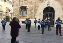 Entitats socials commemoren el #4D a les portes de la Generalitat