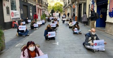 La hostelería de València realiza una sentada contra el nuevo recorte a las terrazas