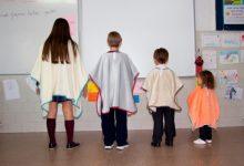 Més de 60 ajuntaments de tota Espanya ja han repartit la mantaescola d'Ontinyent entre els seus estudiants