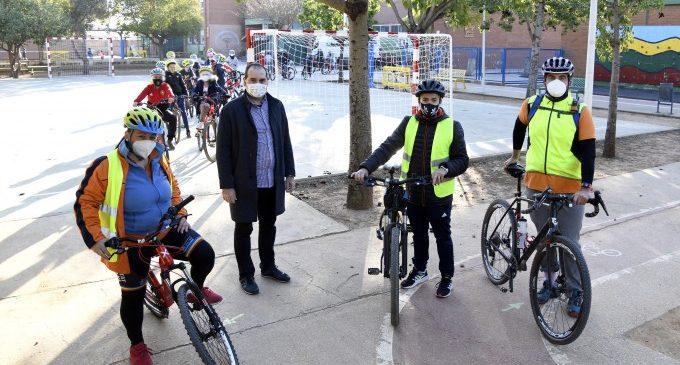 """L'alumnat del CEIP L'Horta de Paiporta fa una eixida en bici dins del programa """"Aula ciclista"""""""