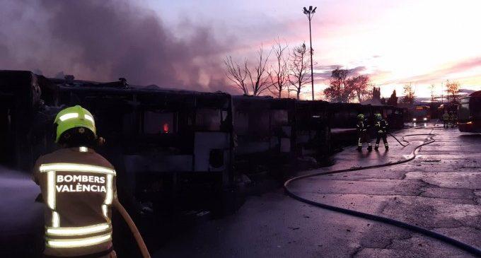 La Policía cree que el incendio de la EMT no fue intencionado y apunta a un problema eléctrico en un bus