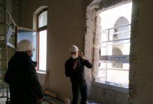 Les obres de rehabilitació del Palau de l'Almirall trauen a la llum dues finestres gòtiques, una d'elles una 'coronella' del segle XIV
