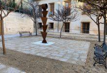Xàtiva pavimenta el patio de la Escuela de Adultos