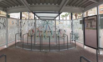 Instal·len dos aparcabicis a les estacions de metro d'Alboraia i Quart de Poblet