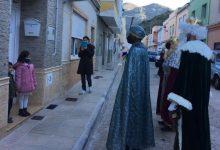 Els Reis d'Orient recorren els carrers de Simat