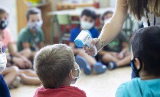 El nombre d'aules valencianes confinades l'última setmana de febrer se situa en el nivell més sota del curs