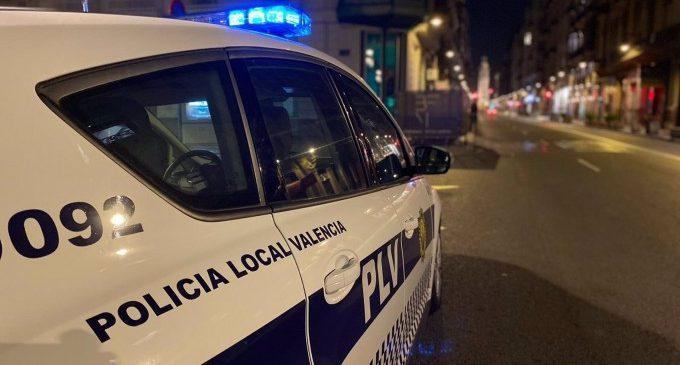 Detingut un jove acusat d'agredir i amenaçar a la seua dona per no donar-li diners per a comprar droga