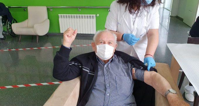 La vacuna contra la Covid-19 arriba a la Residència 'La Vila' d'Almussafes