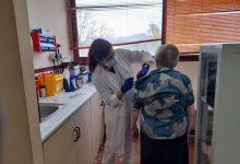 Sanidad inicia esta semana la vacunación frente a la COVID-19 en personas mayores de 80 años y grandes dependientes