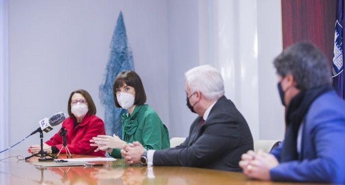 Més de 100 famílies es beneficien del conveni entre l'Ajuntament de Gandia i el Col·legi d'Administradors de Finques