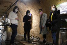 Representants de l'ONCE visiten el Museu de la Rajoleria per contribuir en la millora de la seua accessibilitat