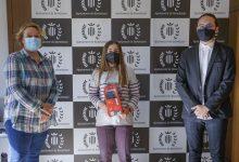 Benetússer premia a la seua guanyardora del concurs de fotografia 'Covid-19, joventut responsable'