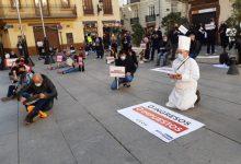 El sector de la hostelería vuelve a plantarse en una sentada a las puertas del Palau de la Generalitat