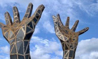 Les dos mans de Cullera: símbol de resistència i defensa dels valors democràtics
