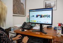 Més de 300 persones majors de Mislata s'adapten a la formació en línia