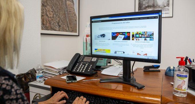 Más de 300 personas mayores de Mislata se adaptan a la formación online