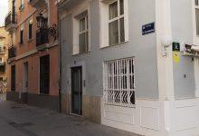 Concentració a Ciutat Vella per a exigir més control sobre els apartaments turístics