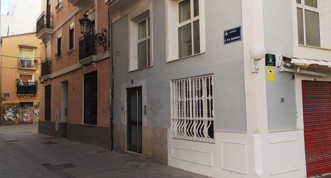 Els apartaments turístics, malgrat la pandèmia, segueixen sent un problema per als veïns de Ciutat Vella