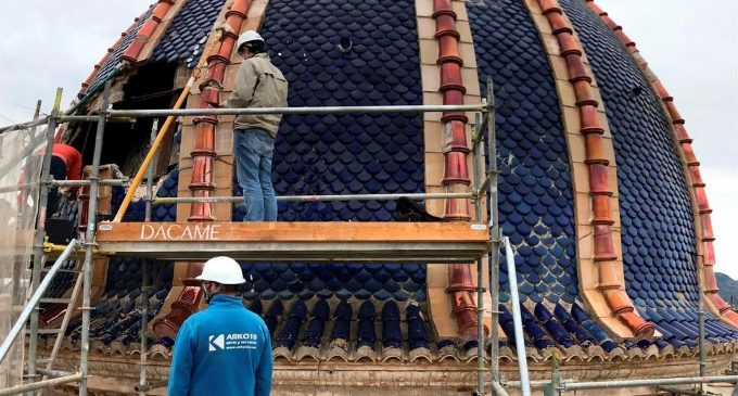 La demolición de la parte más dañada de la cúpula de Nuestra Señora de Sales de Sueca descubre más daños