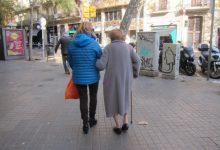 La Generalitat defenderá que cuidadores de dependientes en el entorno familiar sean prioritarios en la vacuna
