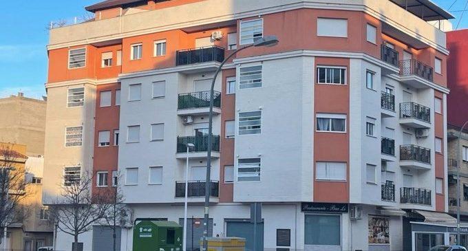 Vint famílies inquilines d'un edifici de Riba-roja de Túria reben un avís d'expulsió de la Sareb