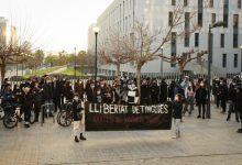 Concentración ante la Ciudad de la Justicia de València para pedir la libertad de los nueve detenidos durante las protestas por Hasél