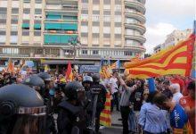 Fiscalia demana entre 3 i 7 anys i mig de presó per a 28 persones per agredir a manifestants el 9 d'Octubre de 2017