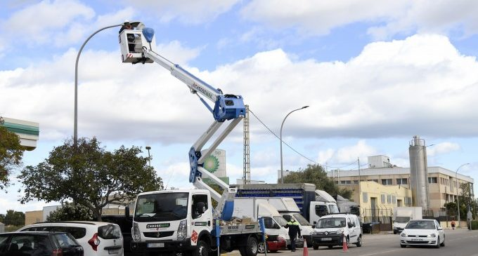 Empieza la sustitución de todas las luminarias de los polígonos industriales de Paiporta