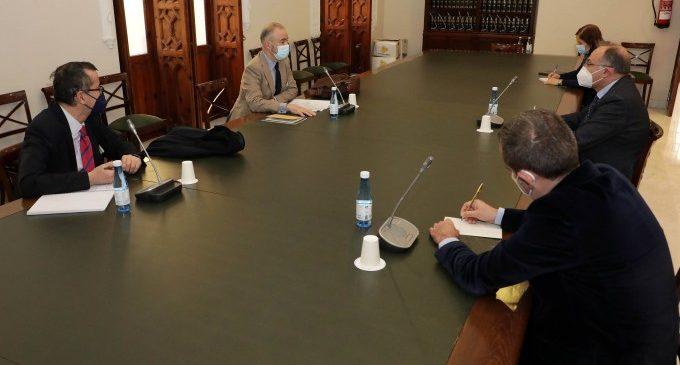 Joan Calabuig i Jorge Alarte aborden amb representants del Ministeri d'Afers exteriors el pla d'ampliació de la base de l'ONU a Quart de Poblet