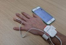 El Hospital Clínico de València inicia un programa piloto para monitorizar de forma remota a pacientes dados de alta de COVID-19