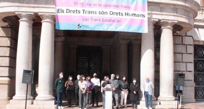 Lambda reclama una llei estatal trans en un acte a l'Ajuntament de València amb el recolzament de Compromís, PSPV i Ciudadanos