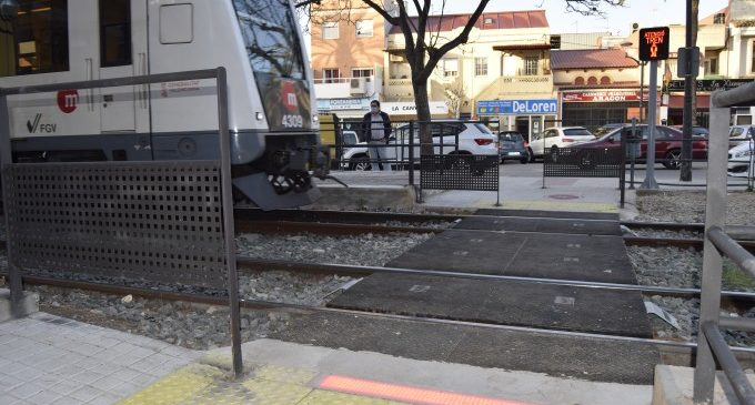 L'estació de metro La Canyada ja compta amb un nou pas entre andanes