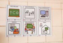 Mislata señaliza los pasos de peatones y las instalaciones de los centros educativos con pictogramas inclusivos