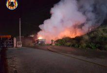 Sufoquen l'incendi d'un camió grua a Quart de Poblet