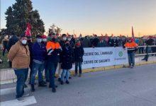 """La plantilla de Pilkington Sagunt comença la vaga com a """"única alternativa"""" per a """"garantir la continuïtat de la fàbrica"""""""