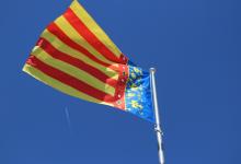 Torrent recupera l'emblemàtica Senyera de la seua Torre amb motiu de la setmana fallera