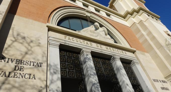 Sanitat i la Universitat de València creen la primera càtedra institucional de cirurgia robòtica de la Comunitat Valenciana