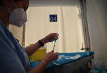 El nou pla de vacunació a personal educatiu preveu cinc sessions amb 30.000 persones en cadascuna d'elles