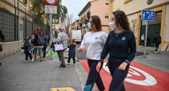 Es recuperen 126 m2 d'espai per als vianants en l'accés al col·legi Pureza de María – Grao