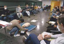 Policia Local i personal d'instal·lacions esportives de Puçol es formen en l'ús del desfibril·lador
