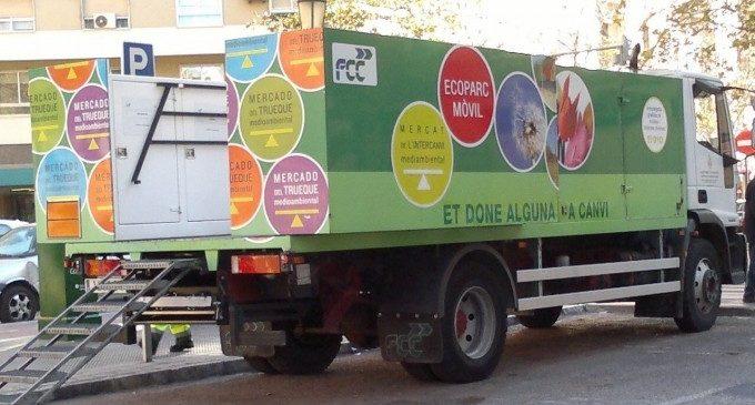 L'Ajuntament de València anima a la ciutadania perquè utilitze els ecoparcs mòbils municipals que s'acosten a cada barri per donar servici durant un dia sencer