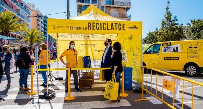 La 'Furgoneta del Reciclatge' visita el mercat dels dijous de Cullera