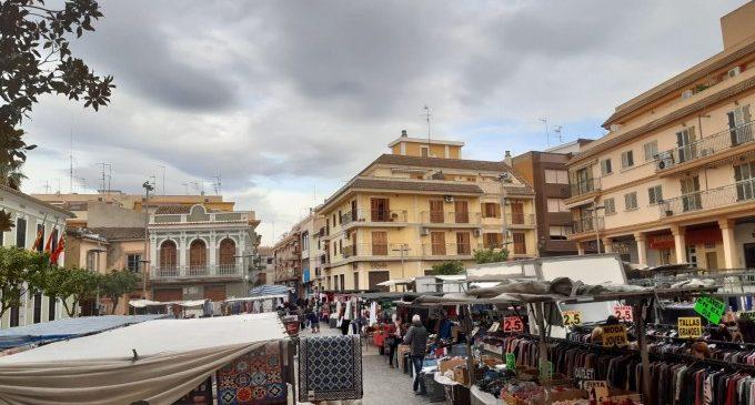 Paterna acorda amb els venedors del mercat ambulant ampliar el nombre de llocs