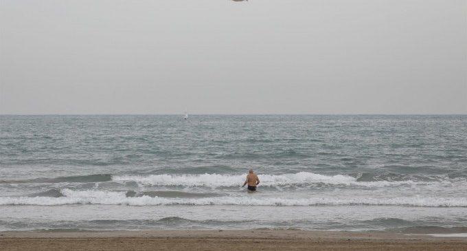 Las playas de València han perdido 300.000 metros cúbicos de arena en cinco años y sufren un retroceso de la línea de costa