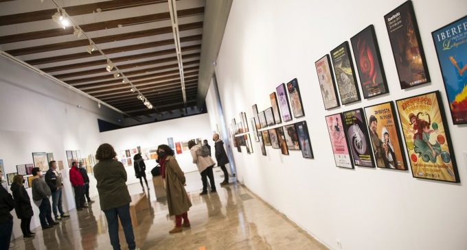 El Museu de Prehistòria de València convida a viatjar per la seua història amb l'exposició 'En cartell'