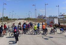 """La Comissió Ciutat-Port mostra amb una ruta amb bicicleta l'""""impacte"""" del Port en el litoral"""