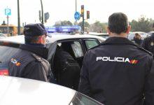 La Policia Nacional deté a València a un home pel trencament del cristall d'un autobús