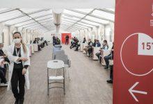 La campanya valenciana de vacunació es manté a pesar del fre de Janssen i la retallada d'AstraZeneca