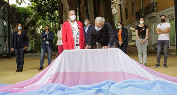 Ribó subratlla el suport de l'Ajuntament a la igualtat trans i a la llei estatal