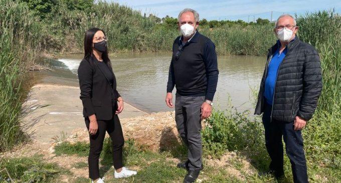 La vicepresidenta Maria Josep Amigó visita l'adequació ambiental del riu Sellent a Càrcer
